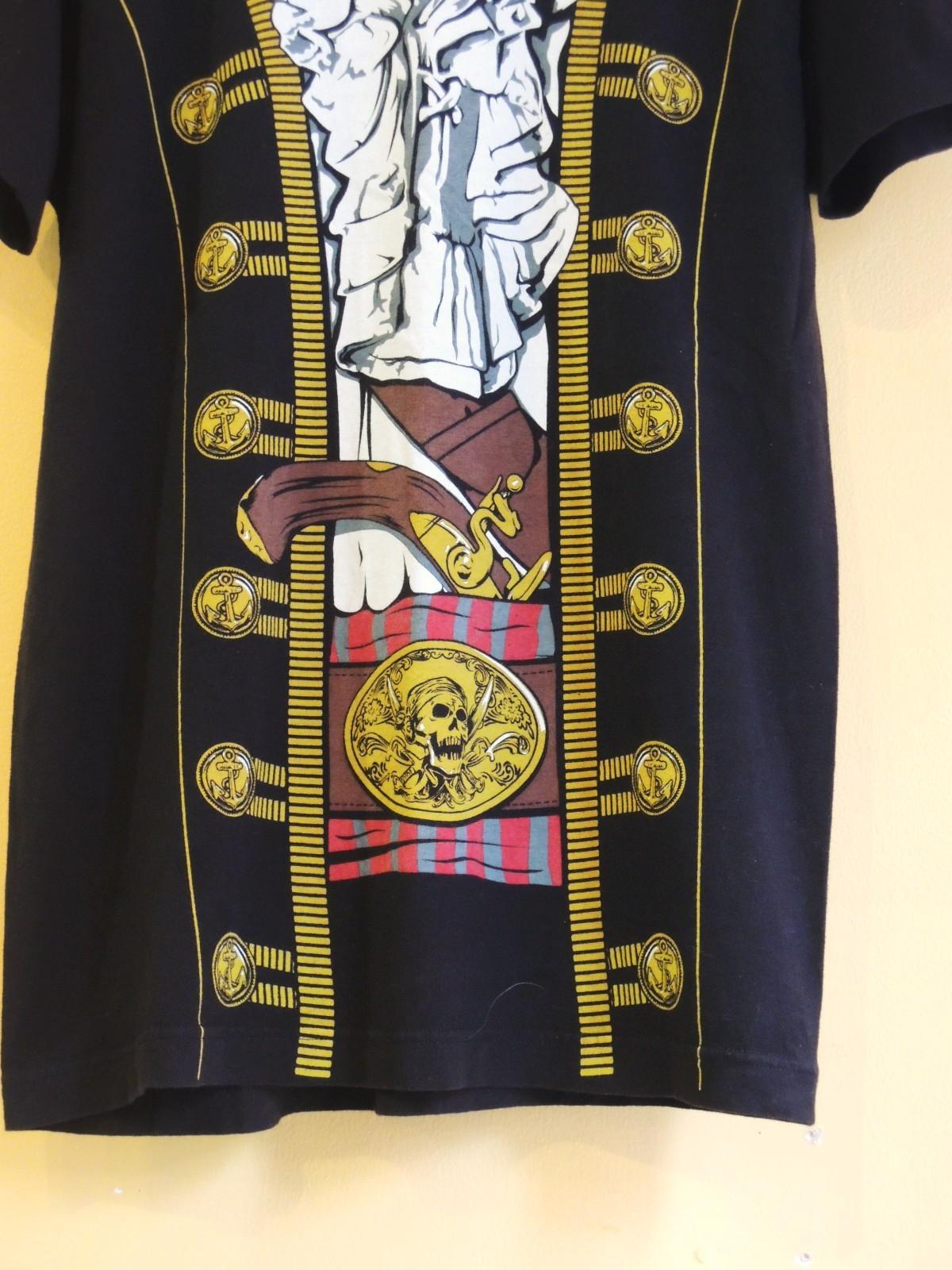 piratefakeprinttshirts07.JPG