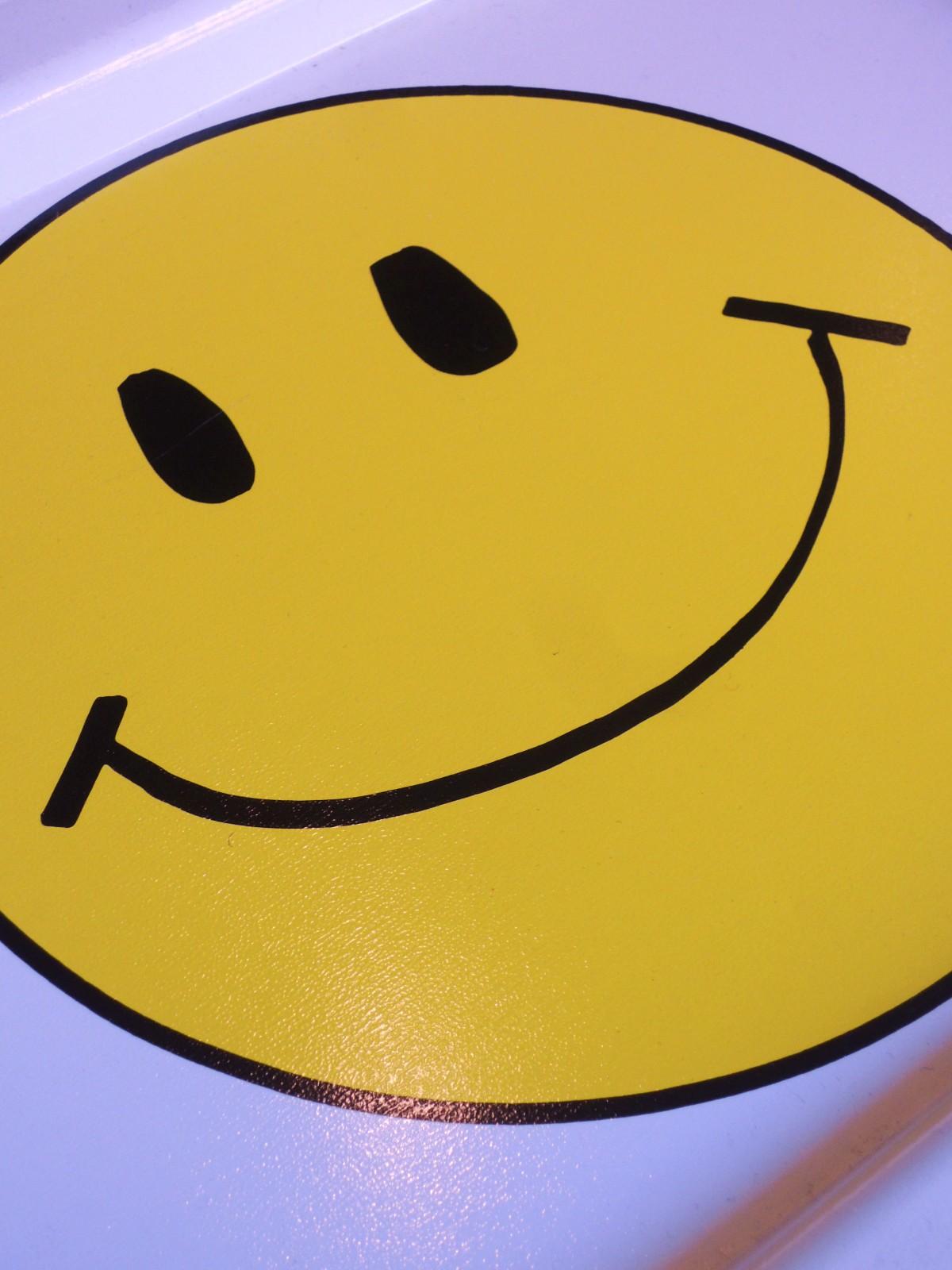 smileyfoldingtable03.JPG